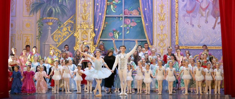 "Moscow Ballet curtain call with ""Dance-with-Us"" students"