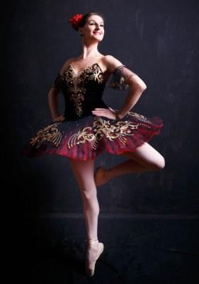 Alisa Bolotnikova in Spanish pose